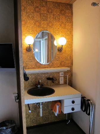 Stella Hotel Interlaken: Extra Vanity Area with power outlets