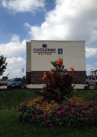 Candlewood Suites Champaign-Urbana Univ Area: Candlewood Suites' Park District Flower Island