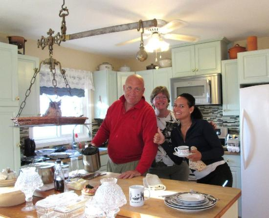 Howe Island B&B: Breakfast with Wendy and Dave
