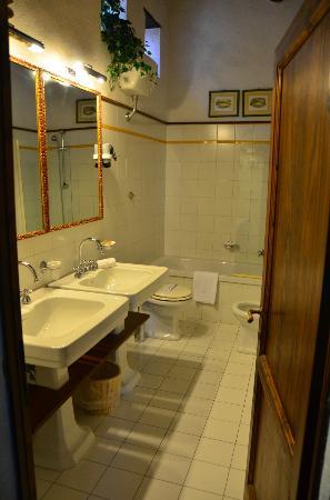 Vignamaggio: Bathroom