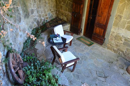 Vignamaggio: Outdoor sitting area