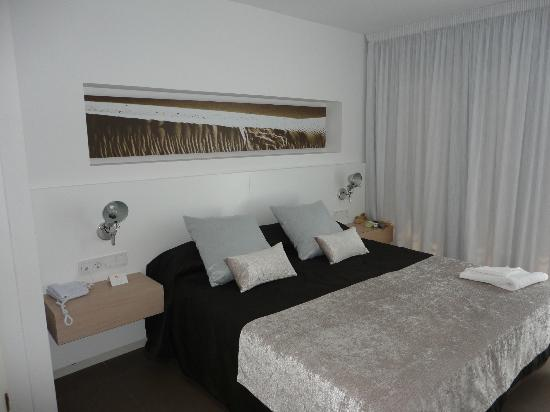 Ibiza Sun Apartments: double bed in the 2 bedroom sutie