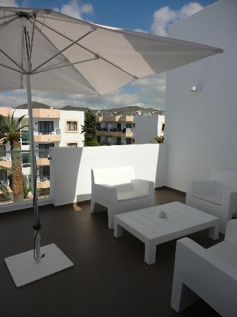 Ibiza Sun Apartments: terrace with the 2 bedroom suite