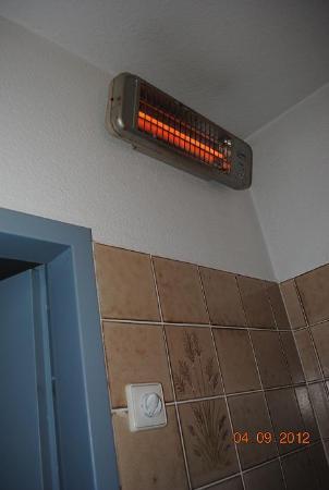 Basic-Hotel Ostseehalle: Heitzung im Bad