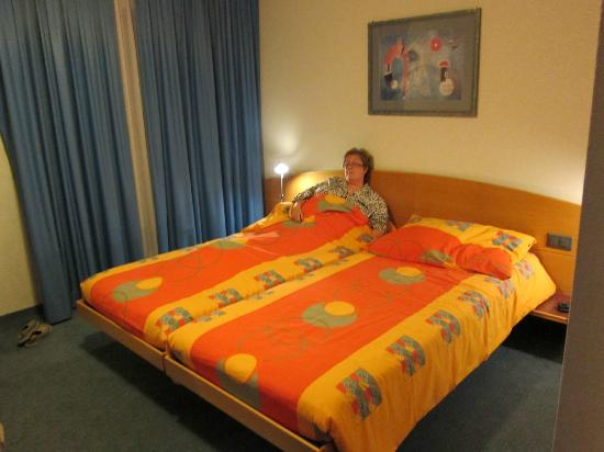 Continental-Park Hotel: Clean Comfortable Bed - sorry honey...
