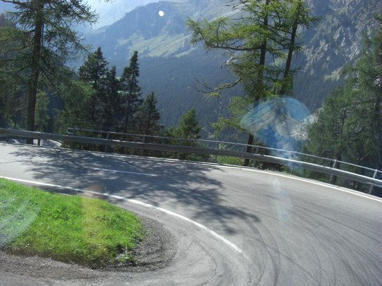 Grigioni, Svizzera: Turn left.....................and