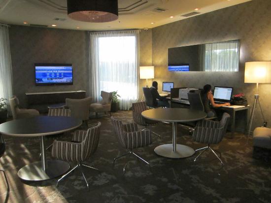 Hilton Montreal/Laval: Lobby