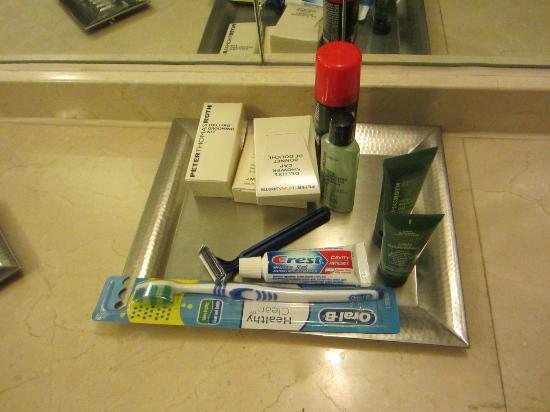 Hilton Montreal/Laval: Bathroom Toiletries!