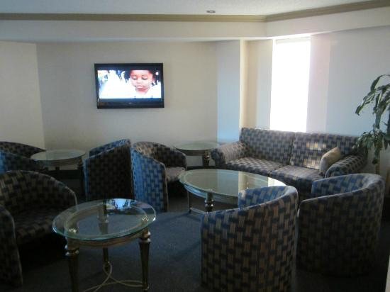 Hilton Montreal/Laval: Executive Club Lounge