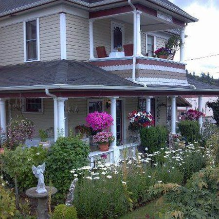 The Painted Lady Bed & Breakfast and Tea Room: Historic and charming, The Painted Lady, Myrtle Creek, Oregon