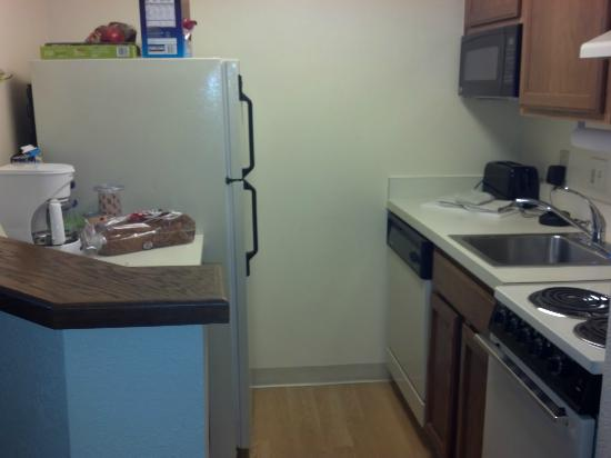 TownePlace Suites Charlotte University Research Park: studio kitchen