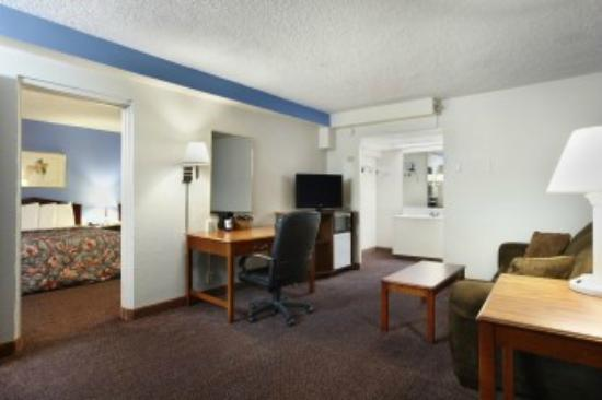 Days Inn ST. Louis Lindbergh Boulevard: std suite