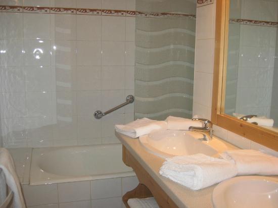 Residence les Balcons d'Anaite: bathroom