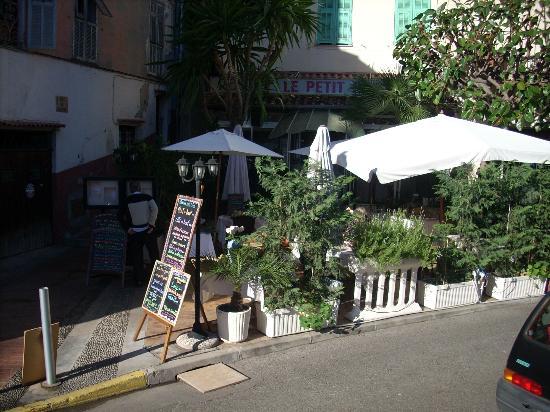 Le petit port picture of le petit port menton tripadvisor - Restaurant les terrasses du petit port nantes ...
