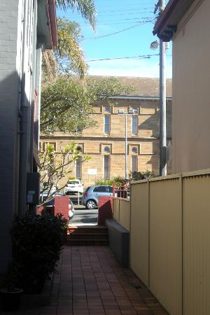 Avoca Lodge: Entrance Alley