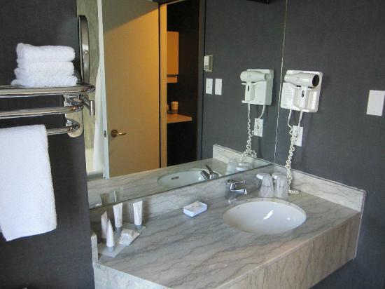 Le Meridien Versailles: Bathroom