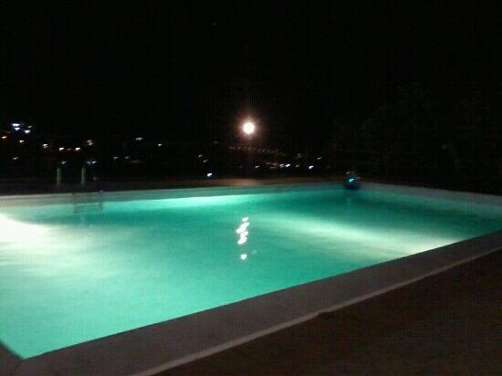 Turismo Rurale San Gaetano: piscina di notte