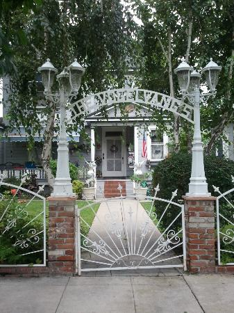 Old Towne Orange Walking Food Tours: Fun house with great history