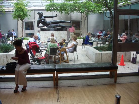Buffet at the Kimbell: Inner courtyard, from entrance to the restaurant (to the right)