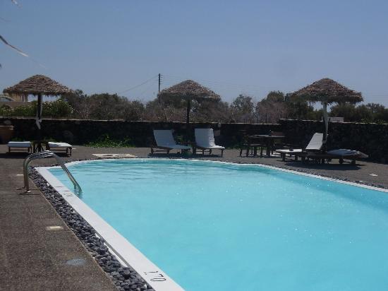 Anna Traditional Apartments: la piscina