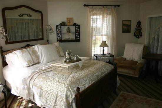 The Painted Lady Bed & Breakfast and Tea Room: Simon's room - the most spacious room