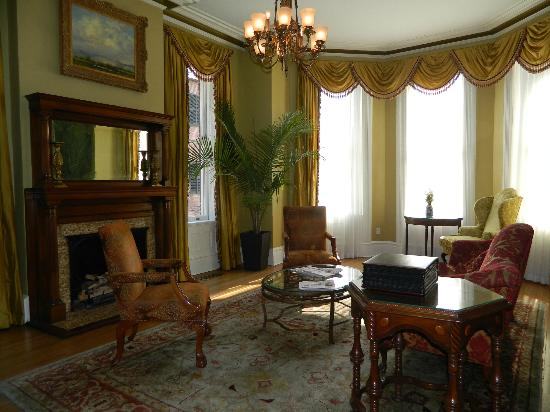The Kehoe House - A Boutique Inn: Front Parlor