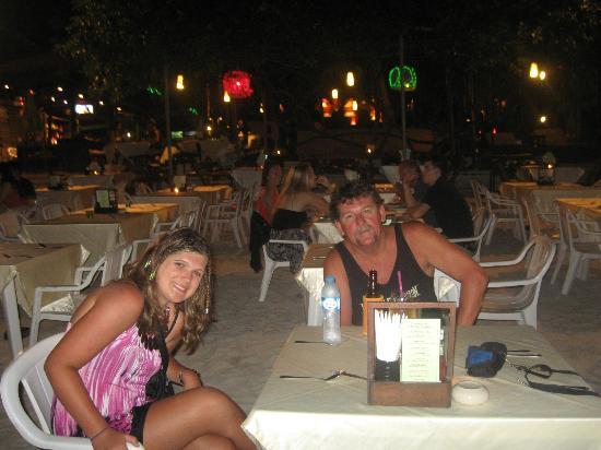 بيل ريزورت: restaurants on the beach 