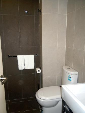The Bayswater Sydney: Decent Ensuite Toilet