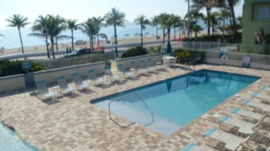 The Merriweather Resort: Pool on A1A
