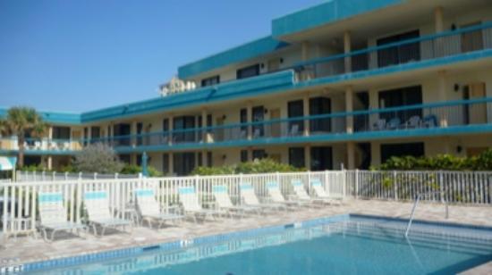 The Merriweather Resort: At pool