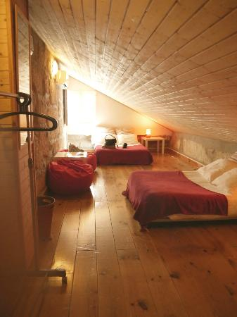 أوبورتو هاوس: Attic room - very cozy :) 