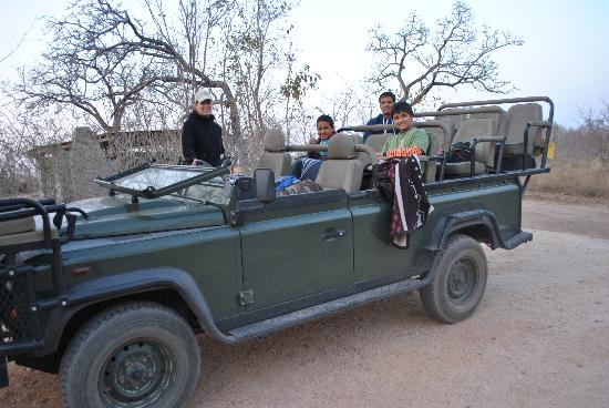 Tydon Safari Camp: Early morning drive to Sabi Sands 