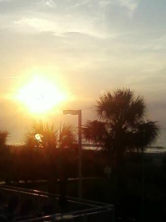 Super 8 Myrtle Beach/Ocean Front Area: Morning sun from balcony