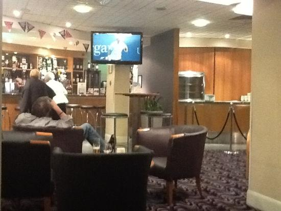 Days Hotel London Waterloo: Tennis on the Bar Screen