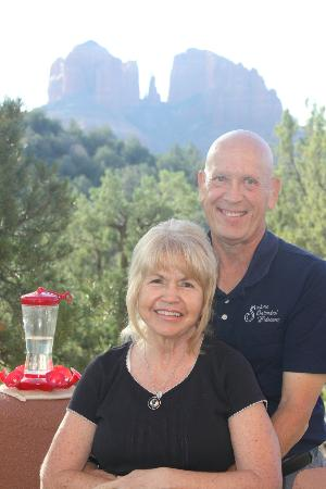 Sedona Cathedral Hideaway: Kathy and Larry on their deck in front of Cathdral Rock