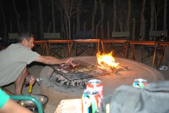 Tydon Safari Camp: Gavin cooking dinner for us-made fresh every night