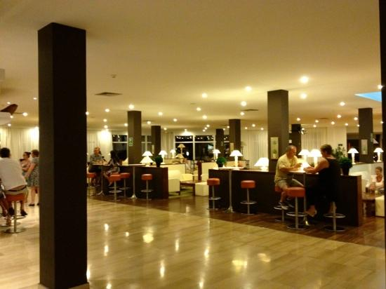 Grand Palladium Palace Ibiza Resort & Spa : Lobby bar