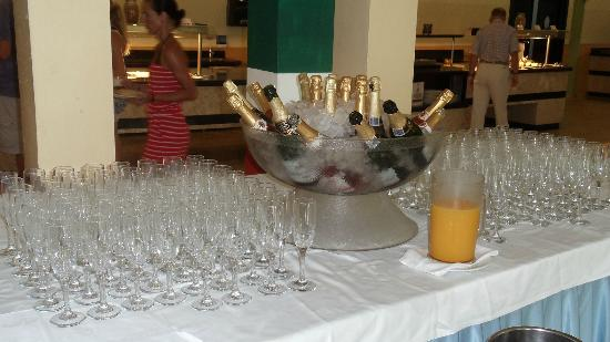 Grand Palladium Punta Cana Resort & Spa: champagne pour le ptitdej !!!!