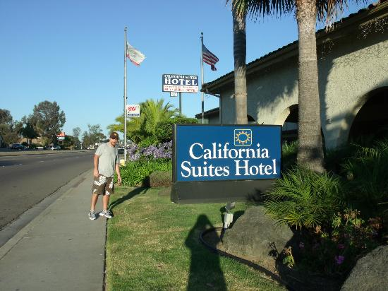 California Suites Hotel: Entrada