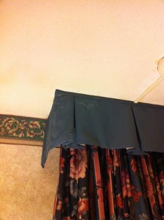 رامادا بلازا بورتلاند: dirty curtains 