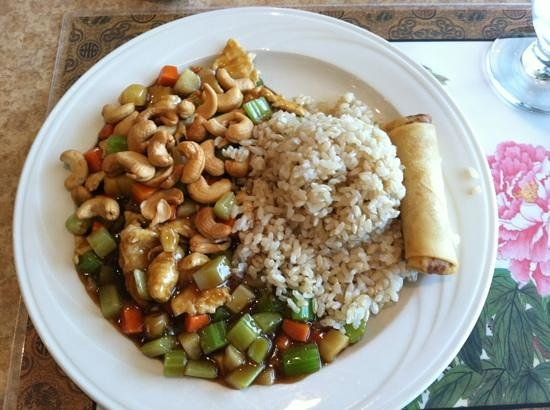 Shangri-la Restaurant: cashew chicken, brown rice, egg roll, and soup to start!