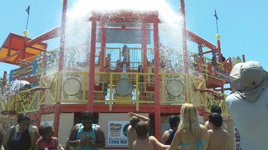 Knott's Soak City U.S.A.: Balde de agua