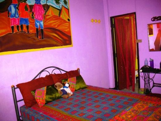 Diva Guesthouse: My friends (who were sisters and thus shared the double bed) room.