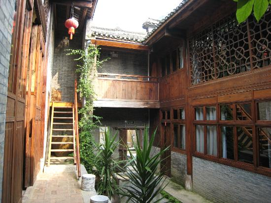 Secret Garden Boutique Hotel: Courtyard leading to rooms