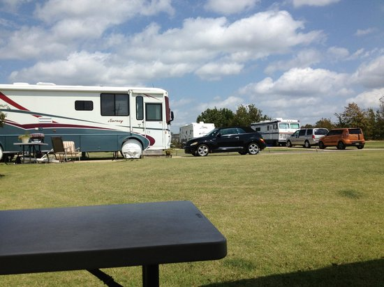 Ez Daze RV Park: neat, but shadeless