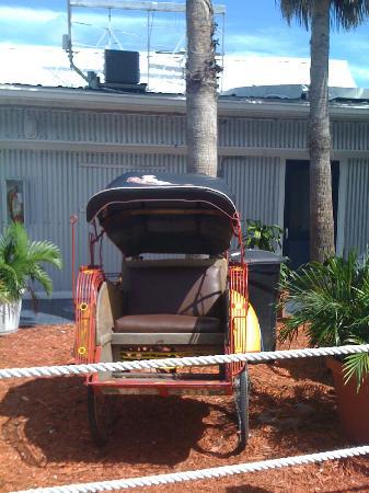 Ibis Bay Beach Resort: Way to the Restaurant