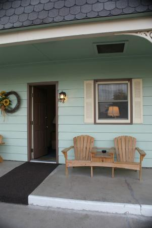 Swanton Motel: A Cozy Set of Seats with Ashtray & Table for Smokers