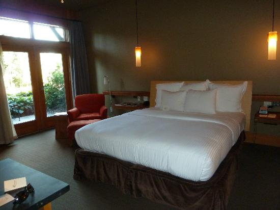 Willows Lodge: Nice low bed