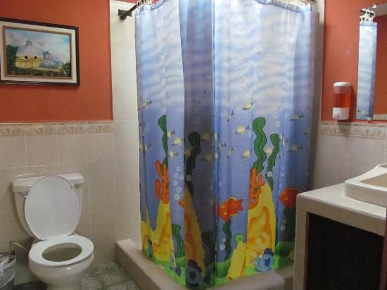 Hotel Casa Rustica: Shared Bathroom