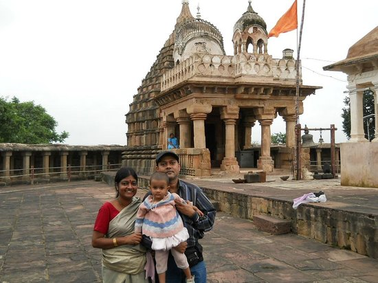 Jabalpur, India: Ancient temple of Shiva-Parvati on the top of hill.Very nice.